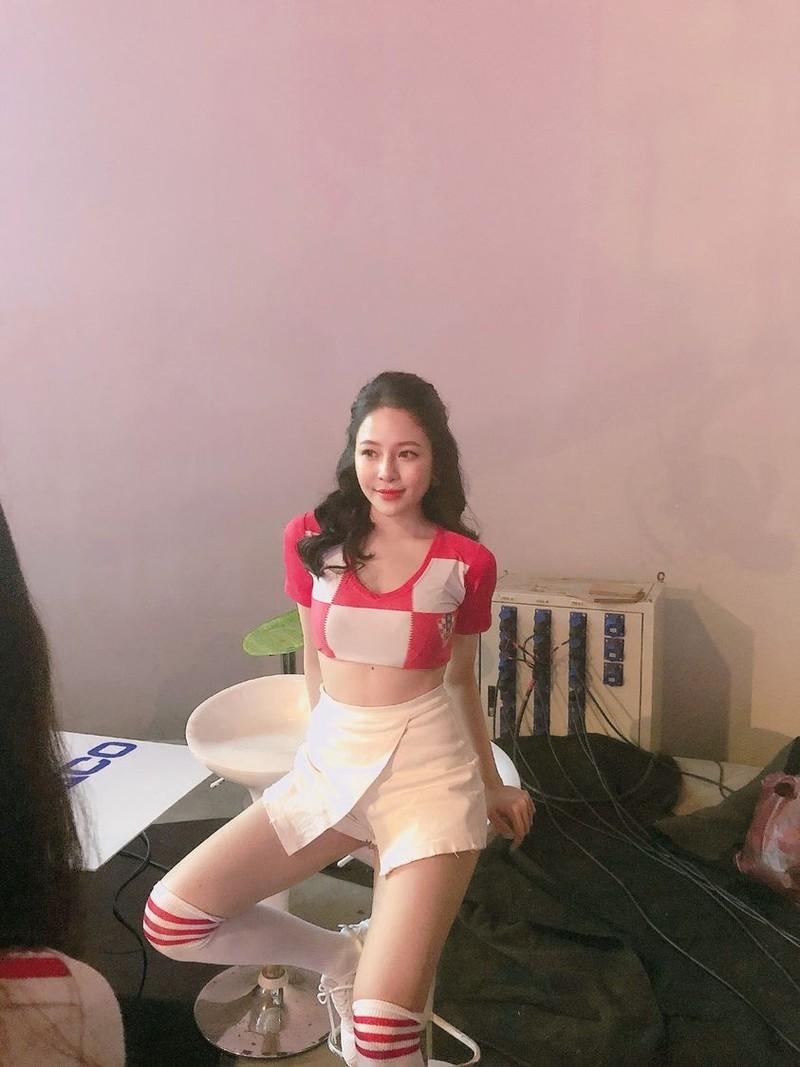 Nhay quyen ru lo body sieu hot, hot girl Tram Anh dot mat netizen-Hinh-7