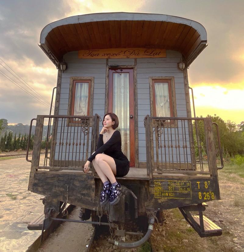 Nhay quyen ru lo body sieu hot, hot girl Tram Anh dot mat netizen-Hinh-9