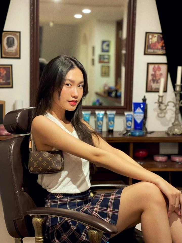 Bi so sanh voi nguoi yeu cu, ban gai Doan Van Hau len tieng-Hinh-2