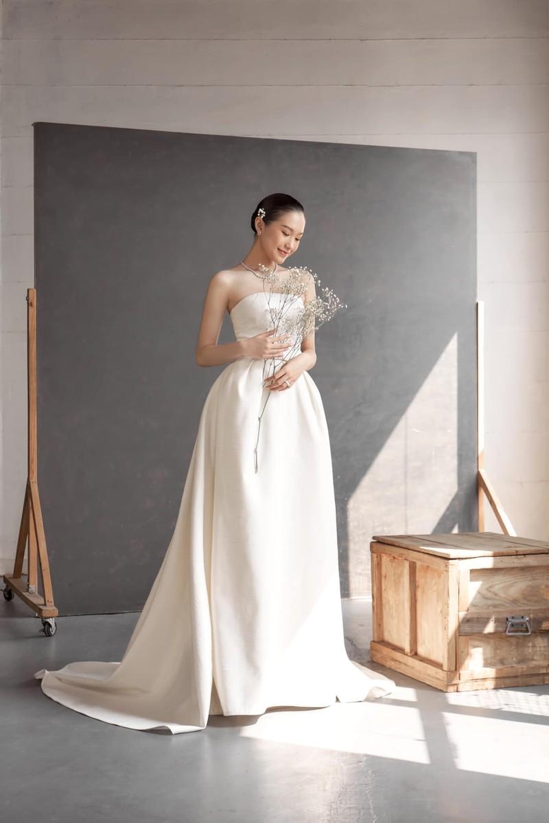 Ban gai Doan Van Hau khoe ky niem di thi tot nghiep THPT-Hinh-4