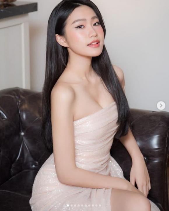 Lo anh luc be, ban gai hau ve doi tuyen Viet Nam chuan hoa hau-Hinh-2