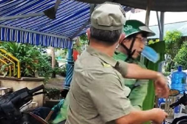 Bao ve dan pho tat shipper tai chot phong toa o TP.HCM