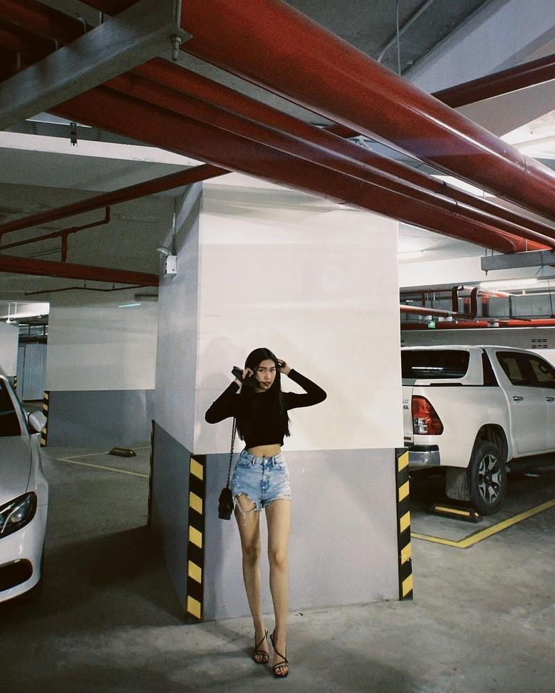 Doan Hai My khoe vong eo, Doan Van Hau danh dau chu quyen-Hinh-12