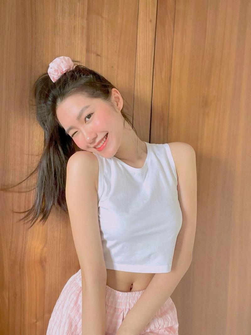 Doan Hai My khoe vong eo, Doan Van Hau danh dau chu quyen-Hinh-2