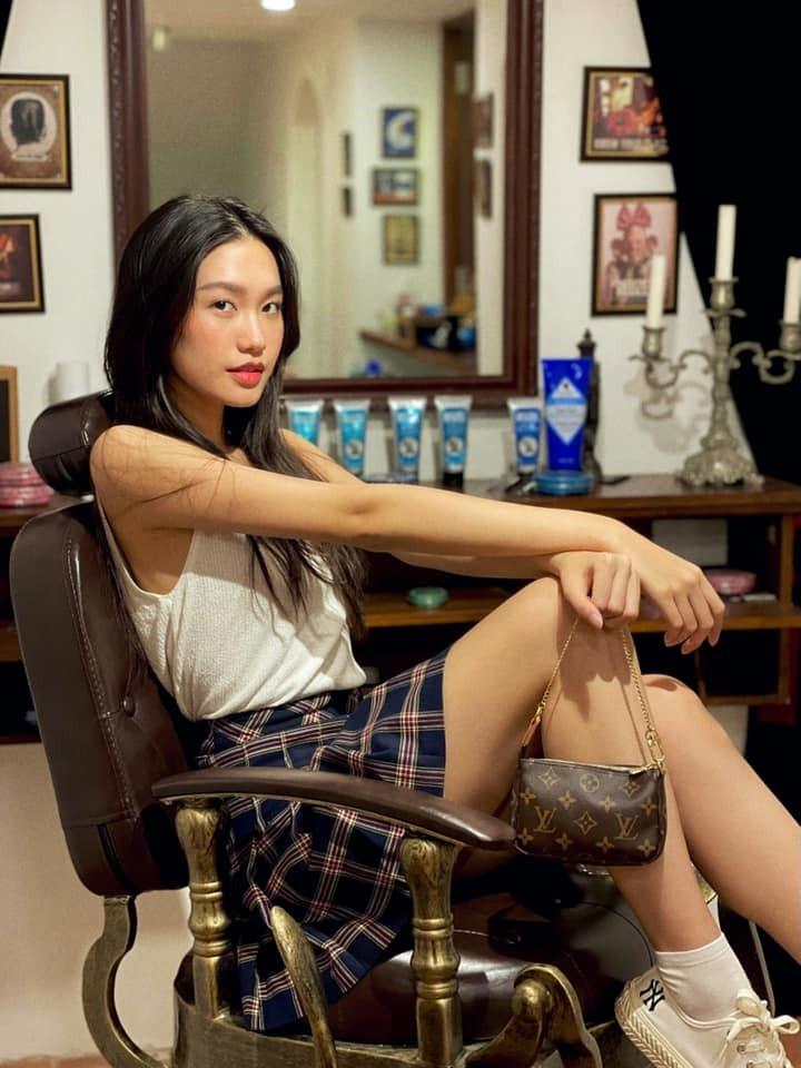 Doan Hai My khoe vong eo, Doan Van Hau danh dau chu quyen-Hinh-6