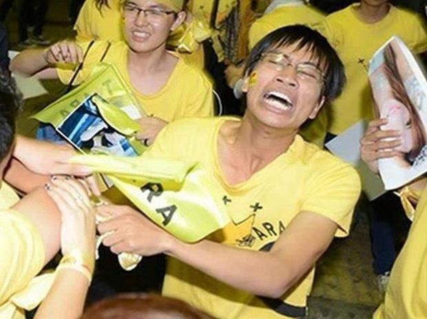 Nam sinh 9 nam truoc khoc ngat o Noi Bai vi gap than tuong gio ra sao?