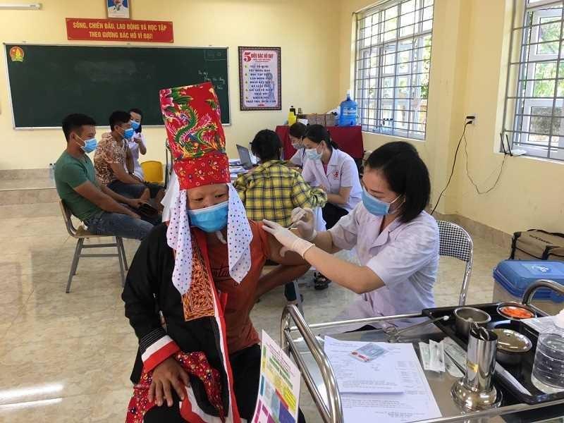Quang Ninh day nhanh tien do tiem vac xin phong COVID-19, tao mien dich cong dong-Hinh-2