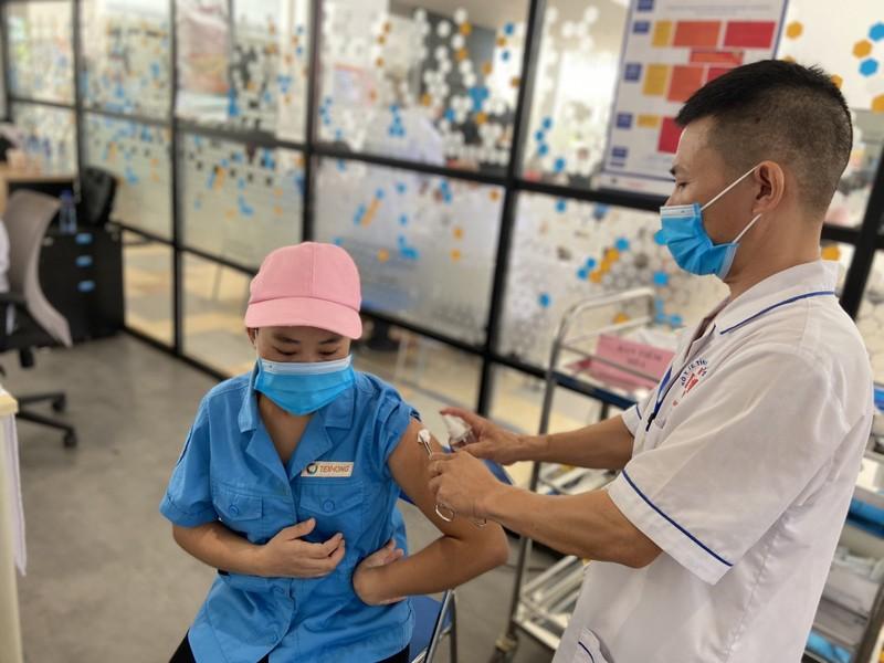 Quang Ninh day nhanh tien do tiem vac xin phong COVID-19, tao mien dich cong dong