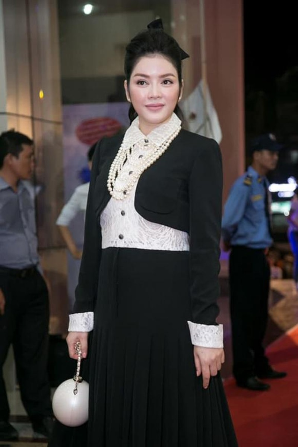 Ly Nha Ky bi che catwalk nhu di cho, mac vay nhu mang bau-Hinh-6