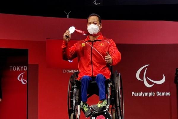 Luc si Le Van Cong mat HCV tai Paralympic Tokyo 2020 vi can nang