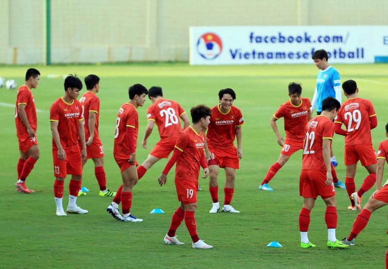 Vong loai World Cup 2022: Doi tuyen Viet Nam song chet o tuyen giua?-Hinh-3