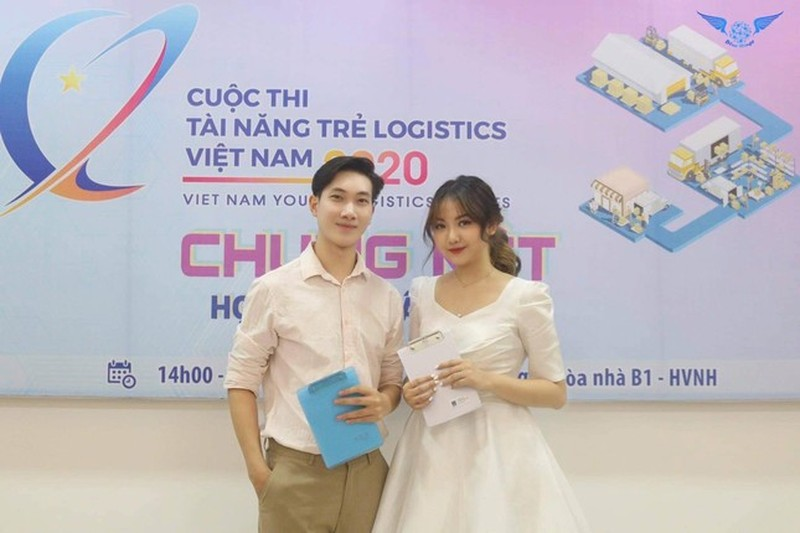 """Thanh Nhan - Nu sinh truong Luat """"chay"""" het minh voi nghe cam mic-Hinh-7"""