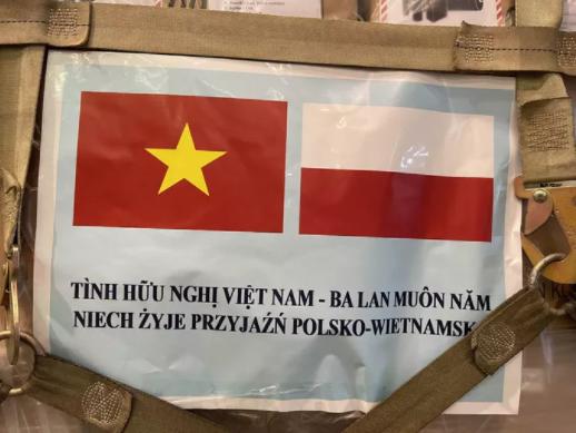 Lo thiet bi y te do Ba Lan tai tro ve den san bay Tan Son Nhat-Hinh-3