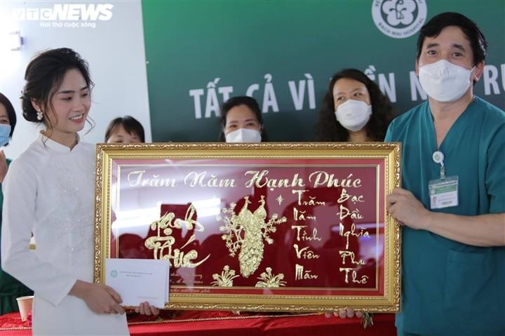 Dam cuoi qua dien thoai cua dieu duong Ha Noi tai BV da chien TPHCM-Hinh-3