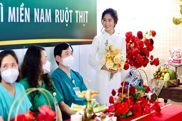 Dam cuoi qua dien thoai cua dieu duong Ha Noi tai BV da chien TPHCM