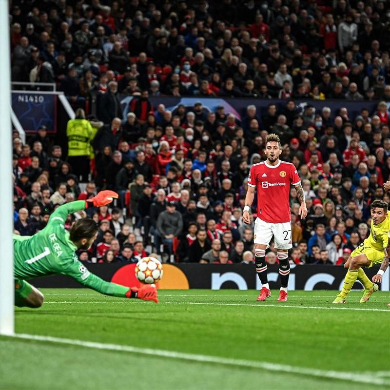 Ronaldo ghi ban phut bu gio, Man United loi nguoc dong Villarreal-Hinh-3