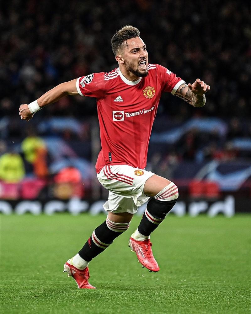 Ronaldo ghi ban phut bu gio, Man United loi nguoc dong Villarreal-Hinh-9