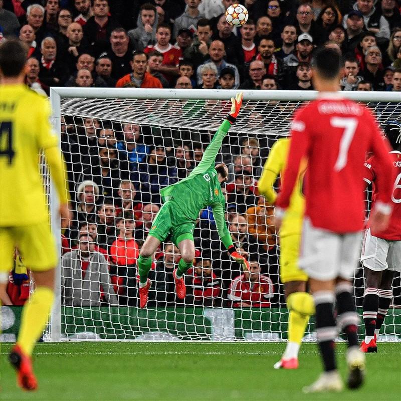 Ronaldo ghi ban phut bu gio, Man United loi nguoc dong Villarreal