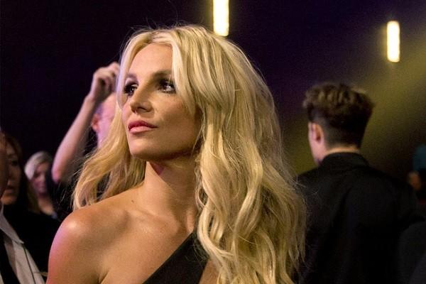 Cha cua Britney Spears da bi dinh chi quyen giam ho
