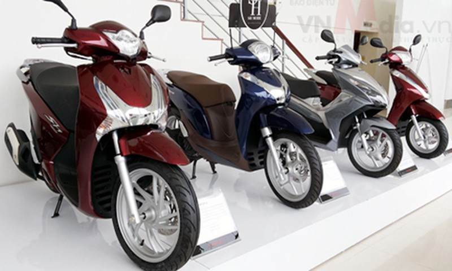 Cuoi nam gia xe may Honda tang vot, Yamaha rot tham