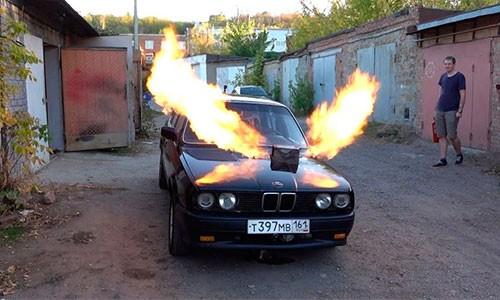 BMW E30 3 Series phun lua nho dong co phan luc MIG-23-Hinh-2