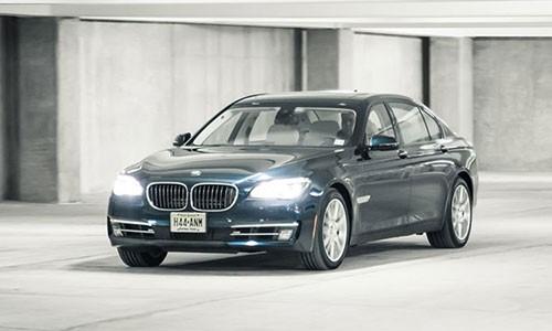 BMW trieu hoi xe sang 7-Series vi loi lap trinh dong co