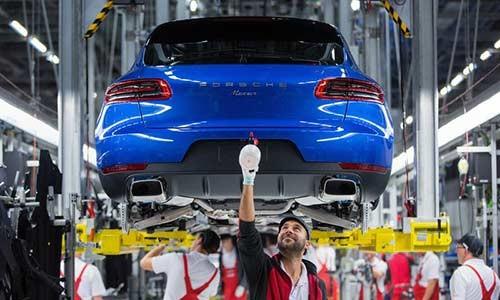 Hang Porsche bi phat 52 trieu USD vi gian lan khi thai