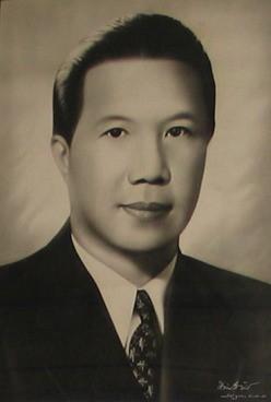 Bao Dai bi Tay ban gay chan vi… ghen