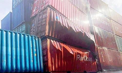 Thung container chua nguyen lieu nhap tu Trung Quoc phat no trong cang Cat Lai