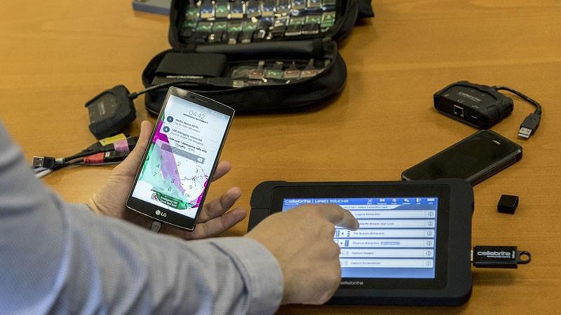 Cong cu be khoa iPhone, iPad ban tren eBay chi 100 USD-Hinh-2