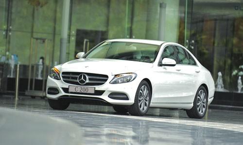 Hang loat xe sang Mercedes-Benz C-Class, E-Class dinh loi tai VN