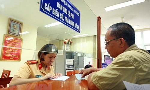 Nguoi dung oto, xe may tai Viet Nam se nop phi truoc ba online?