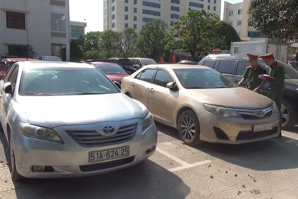 Loat xe sang nhap khau bi cong an Thanh Hoa thu giu