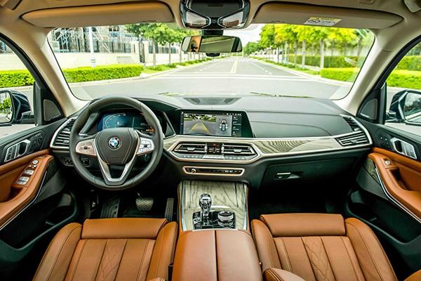 BMW X7 moi giam tien ty