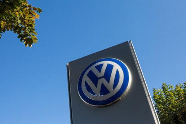 Volkswagen go bo quang cao, xin loi ve su co phan biet chung toc