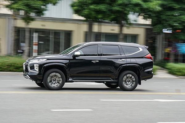 Lua chon Mitsubishi Pajero Sport hay Fortuner Legender ban 1 cau?-Hinh-2