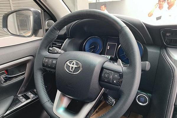Lua chon Mitsubishi Pajero Sport hay Fortuner Legender ban 1 cau?-Hinh-5