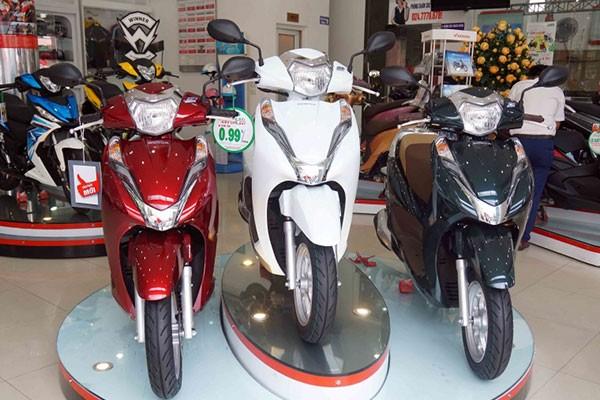 Doanh so xe may Honda nam 2020 sut giam, Yamaha tru vung