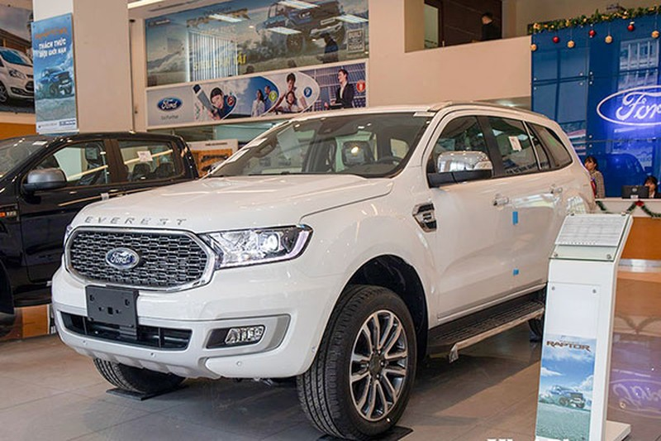 Ford Everest tai Viet Nam bat ngo loai bo 2 phien ban Ambiente