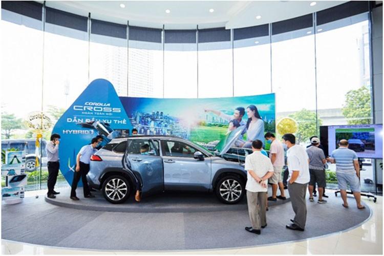 Gan 1.400 xe Toyota Corolla Cross den tay khach Viet thang 3/2021
