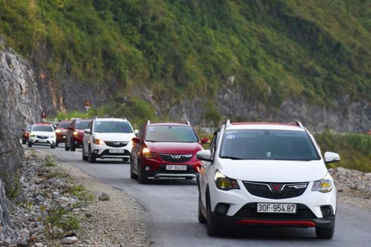 Hon 2.700 xe oto VinFast den tay khach Viet thang 4/2021-Hinh-2