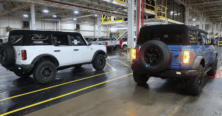Nhung chiec SUV Ford Bronco dau tien sap den tay khach hang-Hinh-2