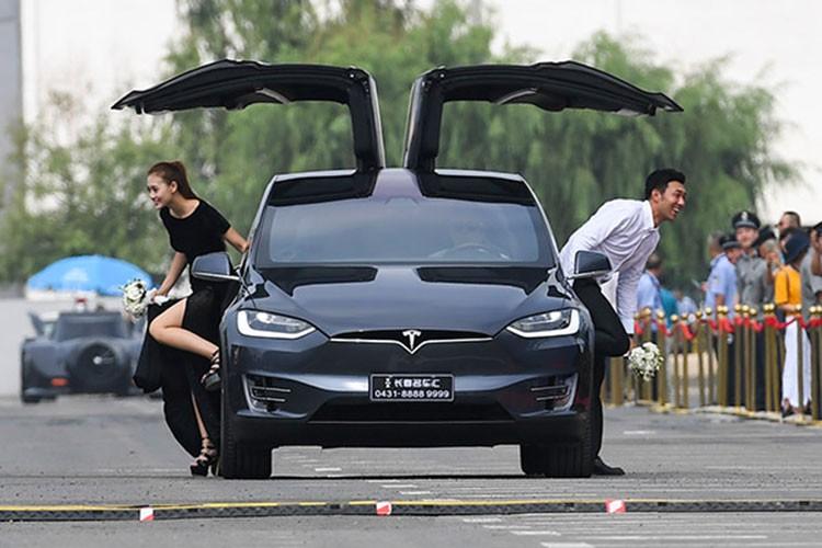 Xe oto dien Tesla dang bi nguoi Trung Quoc quay lung, ky thi-Hinh-2