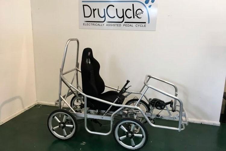 DryCycle - Chiec xe dap dien 4 banh nhu oto gan 480 trieu dong-Hinh-5