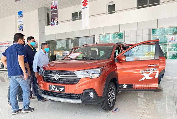 Suzuki XL7 tai Viet Nam giam gia kich san, khong he khan hang-Hinh-3