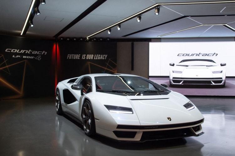 Lamborghini Countach 2022 hon 60 ty dong... van