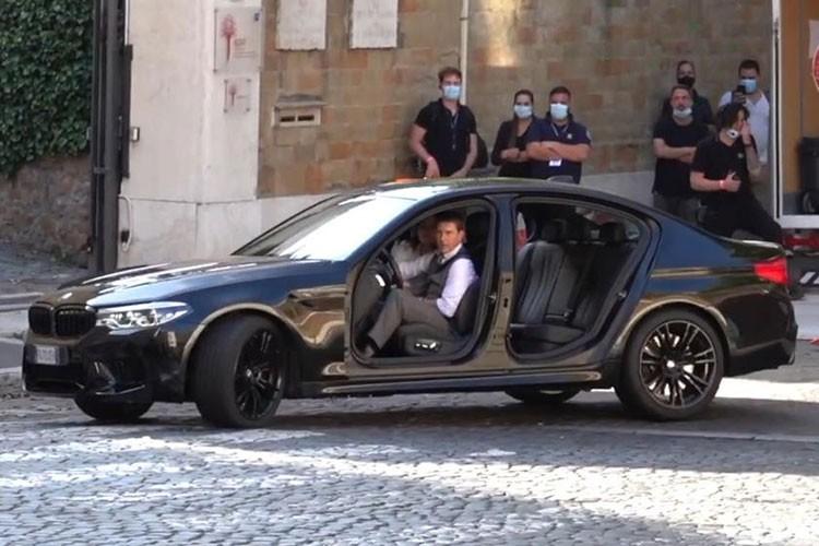 Tom Cruise bi trom BMW X7 khi dang quay