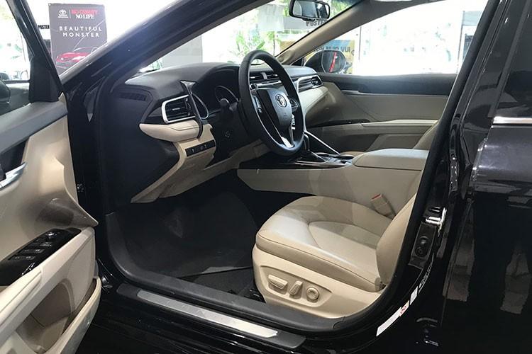 Toyota Camry tai Viet Nam giam 40 trieu dong