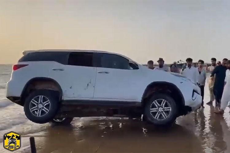 Toyota Fortuner drift tren cat va cai ket