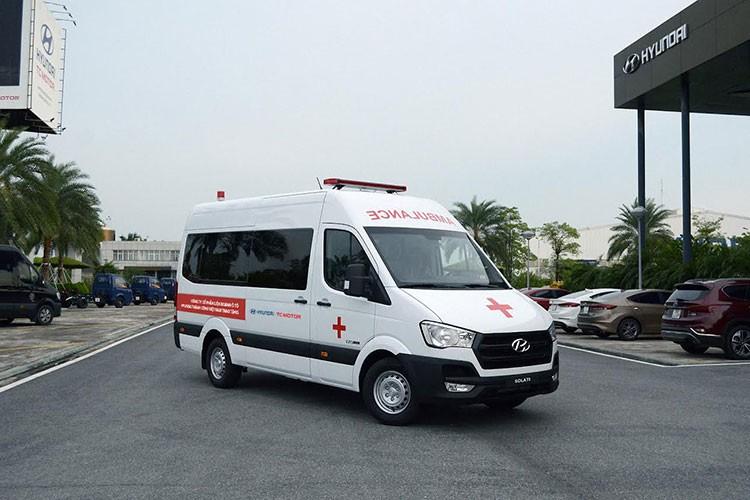 Hyundai TC tang 10 xe Solati cuu thuong cho benh vien tuyen dau